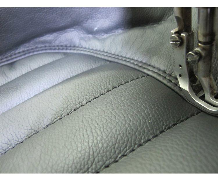 Artesanos tapiceros del automóvil
