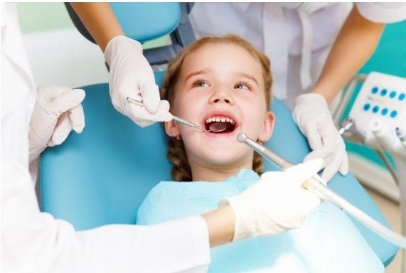 El niño en el dentista