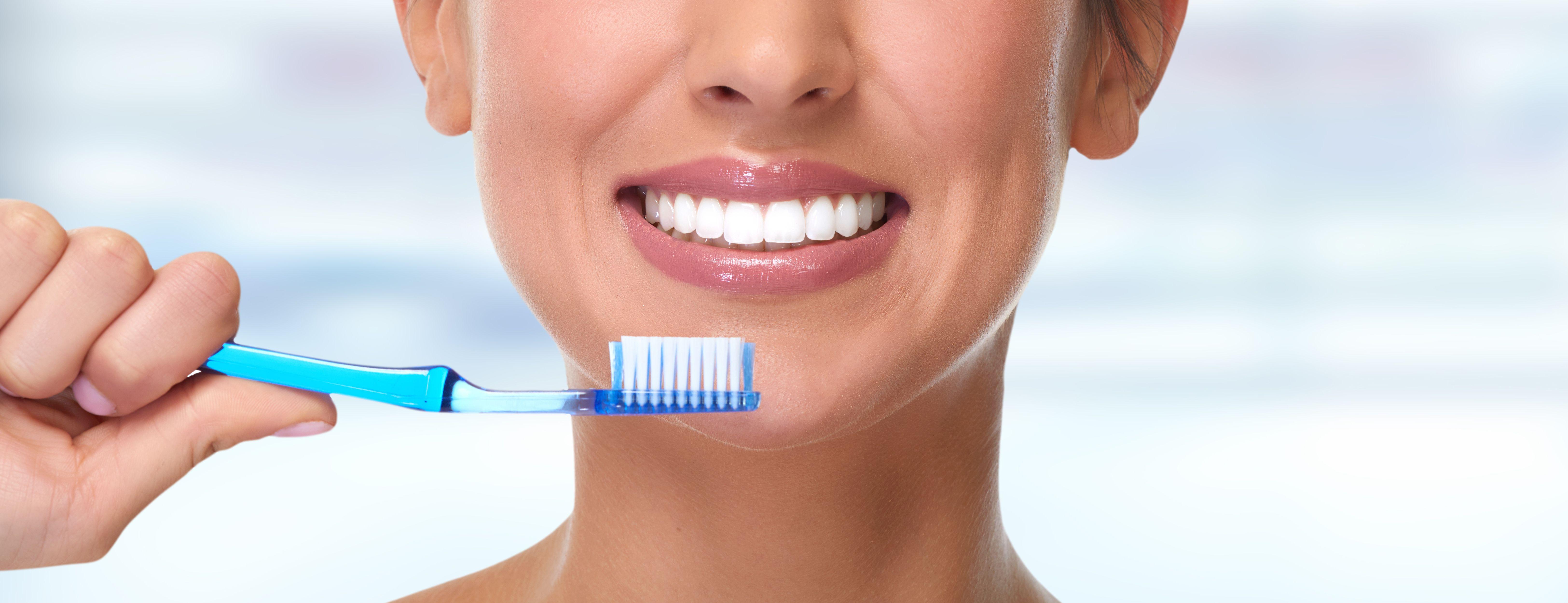 Higiene dental: Tratamientos de Centro Dental Ortodoncia Dra. López