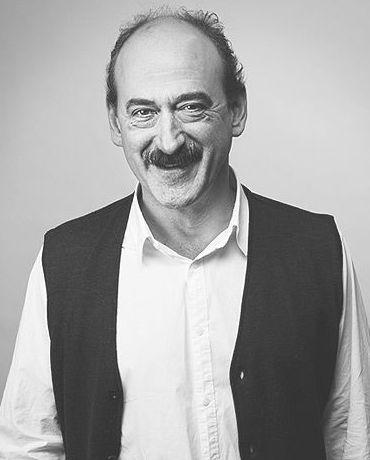 Iñaki Arrieta Control de Calidad. Traductor jurado de castellano a euskera y viceversa. Socio fundador de BiTEZ