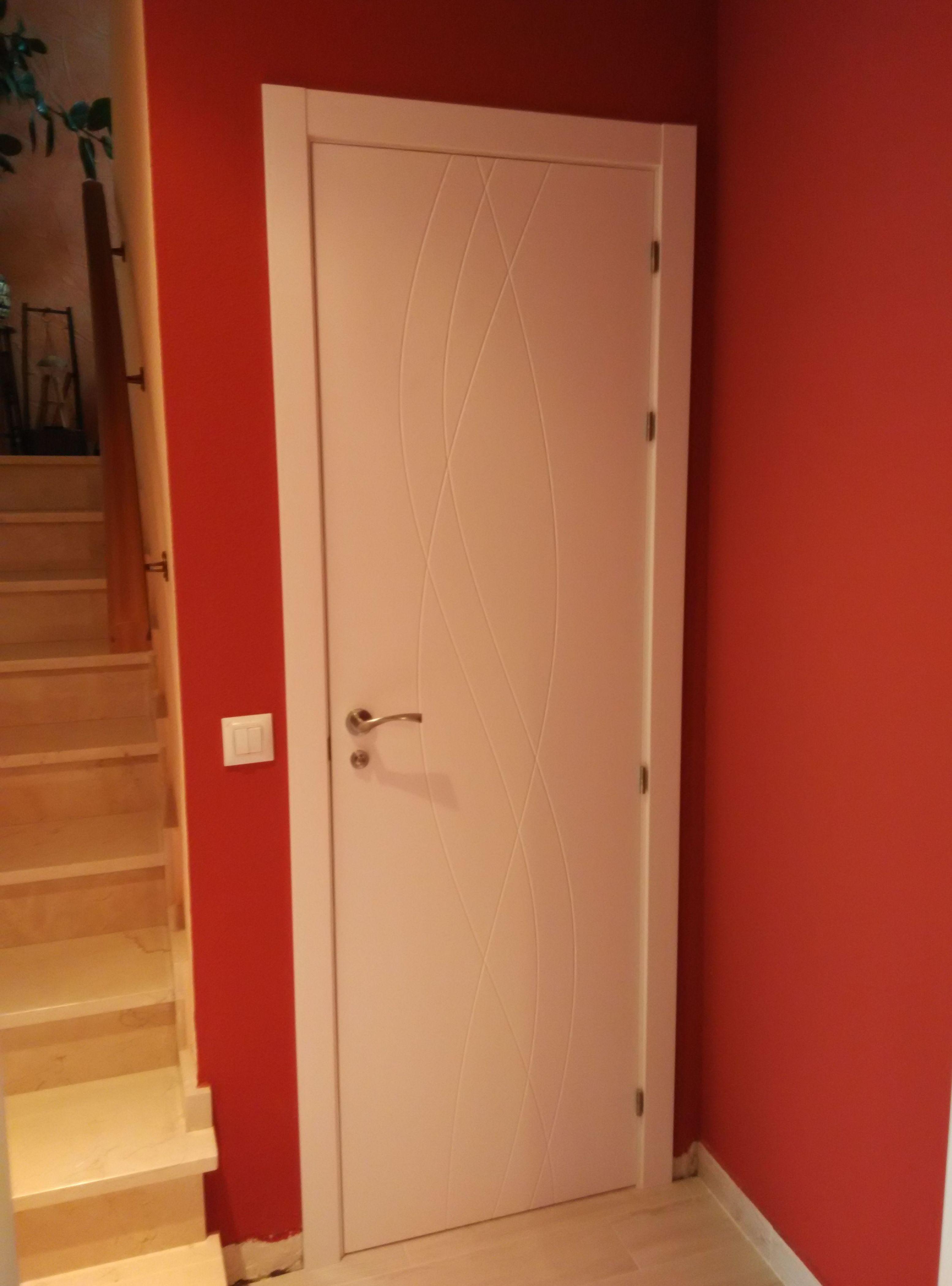 Puerta lacada en blanco mod. 988  de alta calidad y laca anti-amarilleante.