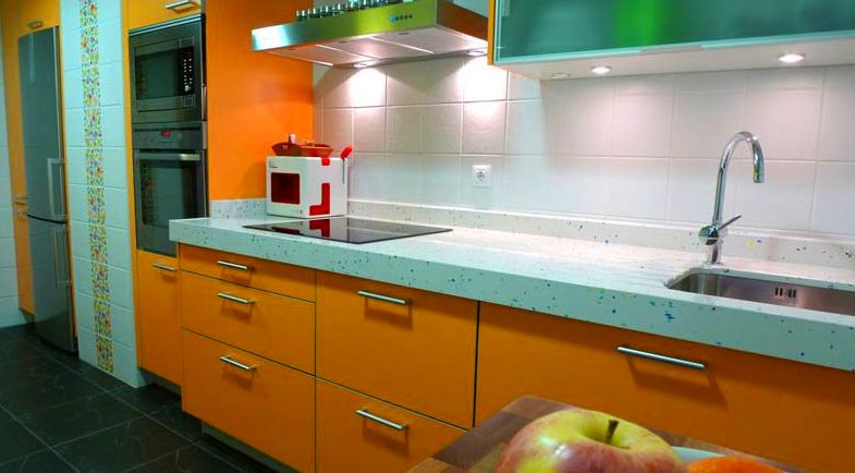 Cocina diseño moderno color naranja