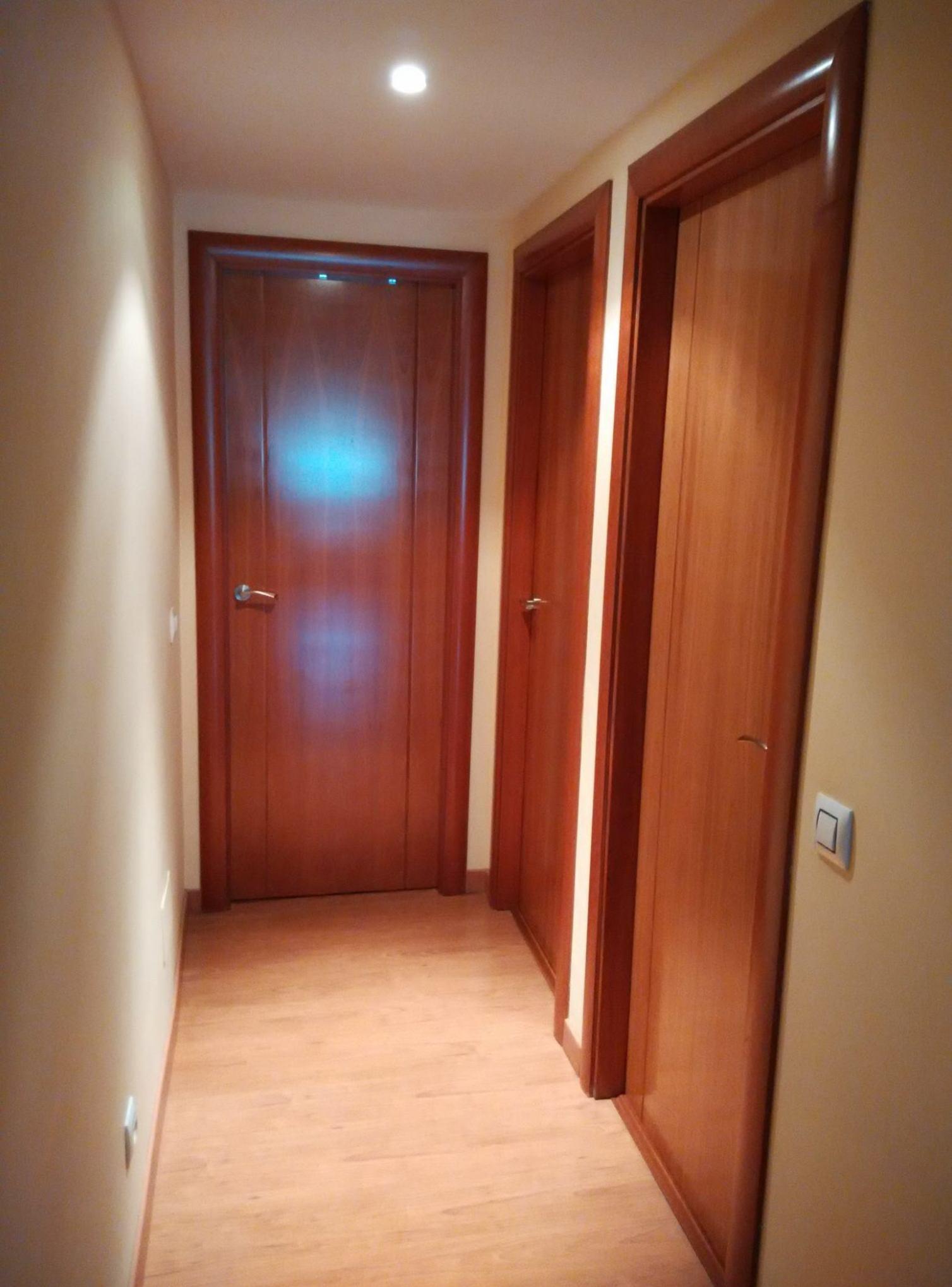 Nueva instalación, puertas de cerezo mod. 8200 de Proma