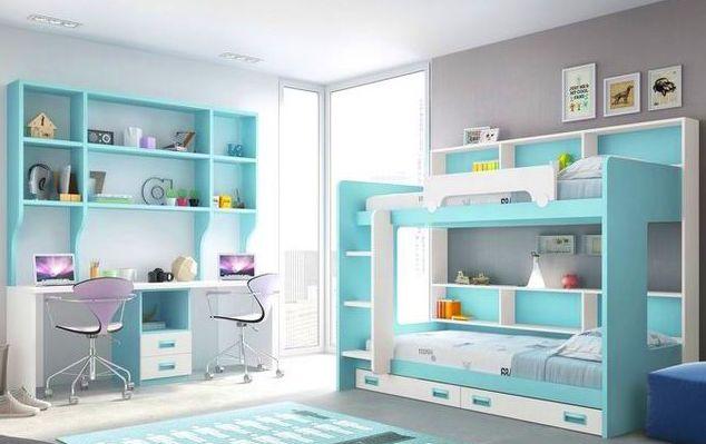 Dormitorio juvenil lacado en blanco y azul con literas y mesa de estudio doble.