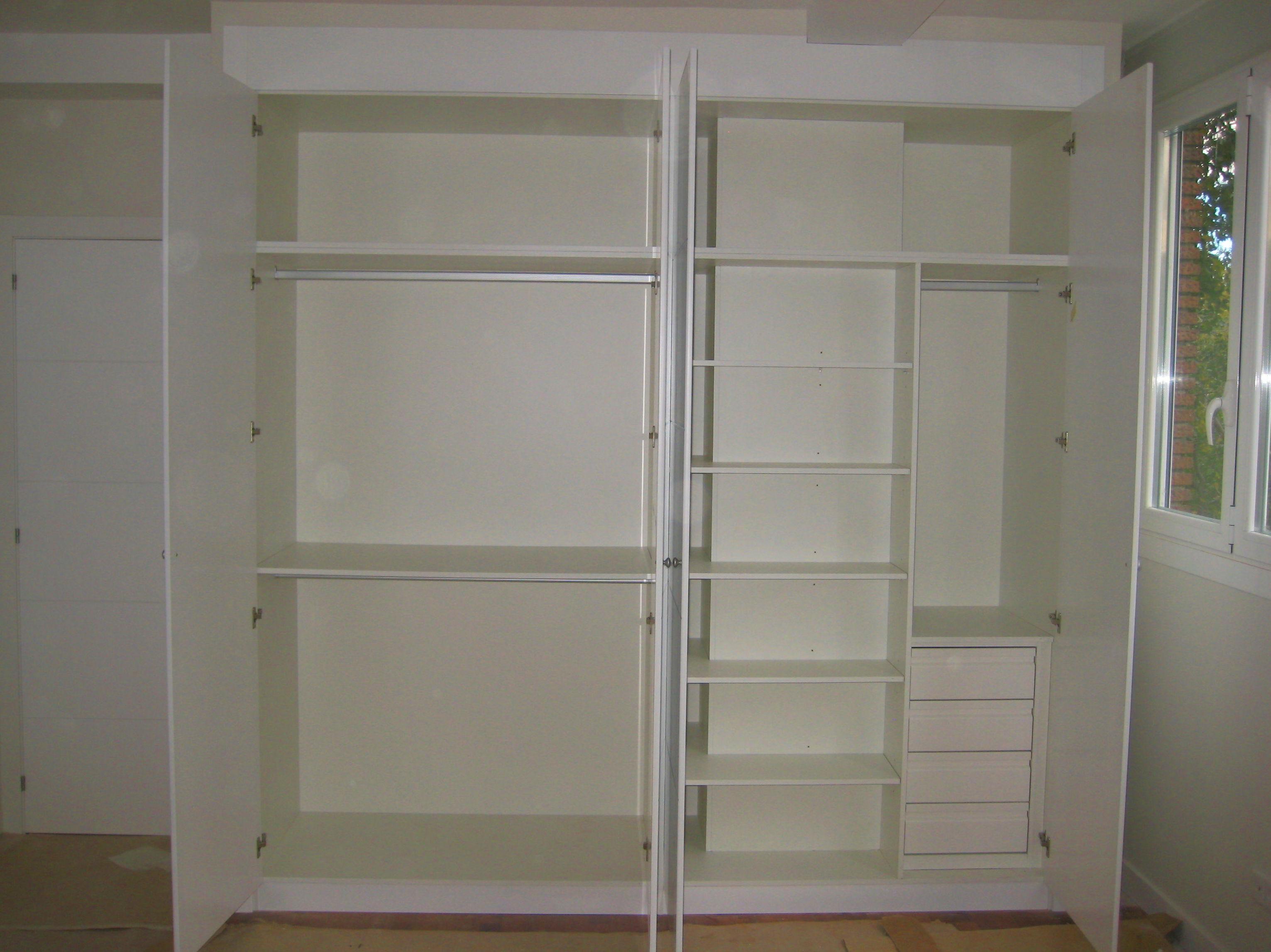 Interior de armario a medida  instalado en Madrid