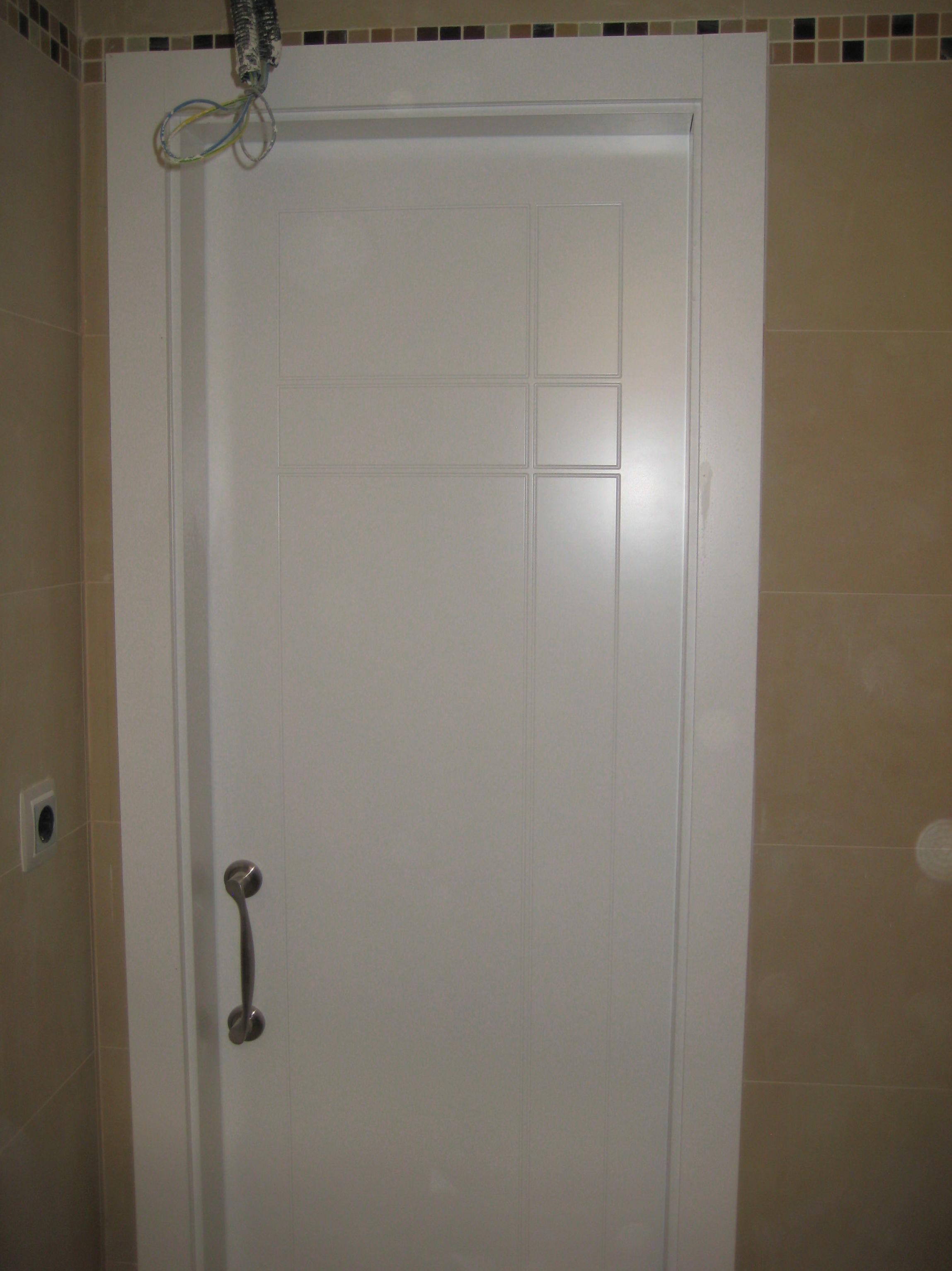 Puerta de paso modelo 940 lacado en blanco