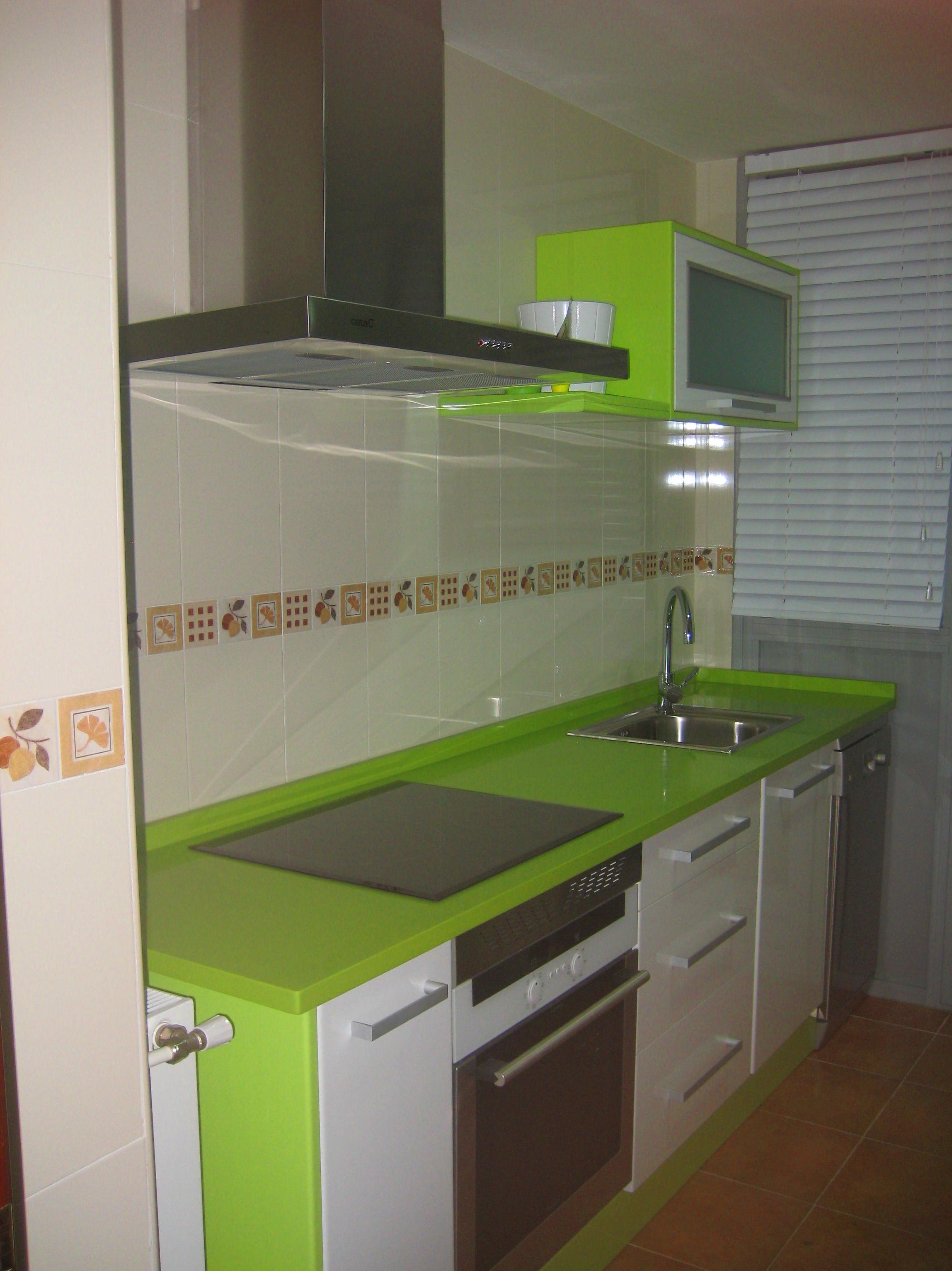 Cocina en blanco y pistacho
