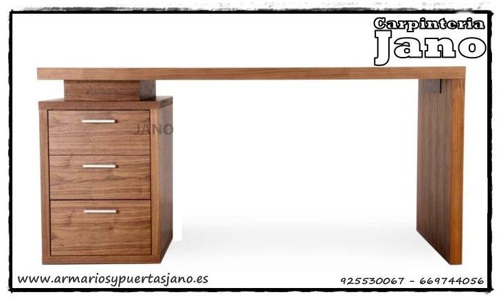¿Te gusta lo original? Te presentamos esta mesa de estudio en nogal barnizado