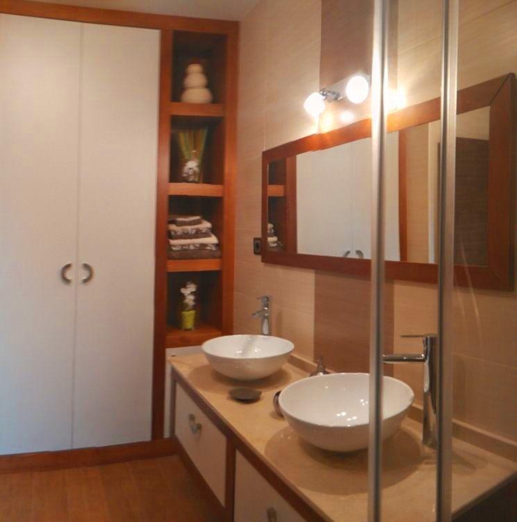 Conjunto de muebles de baño a medida