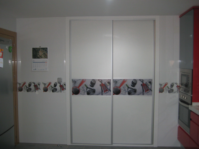 Frente de armario con vinilo decorativo