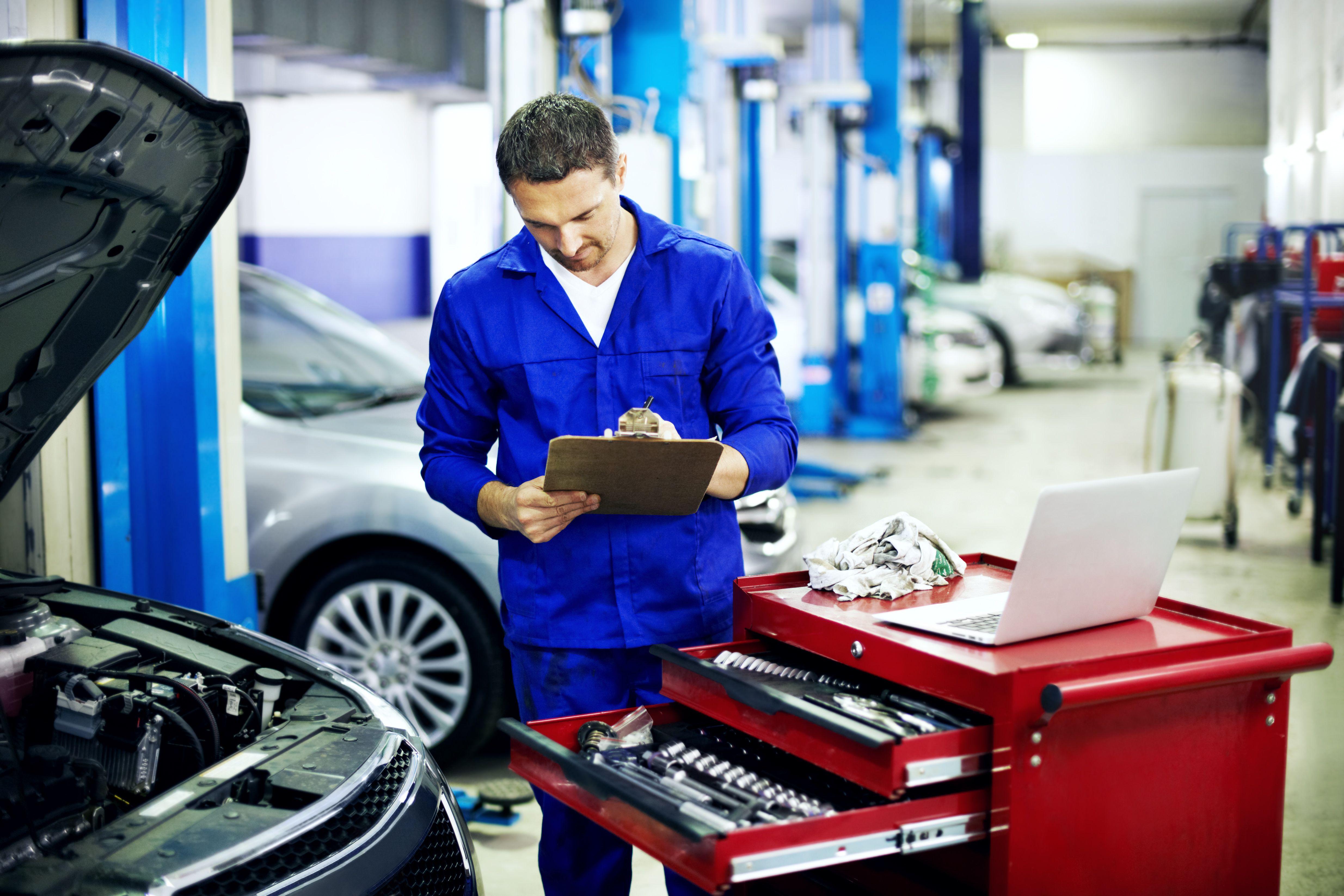 Pre ITV: Reparación del automóvil of Talleres FM y Talleres Tecnoauto