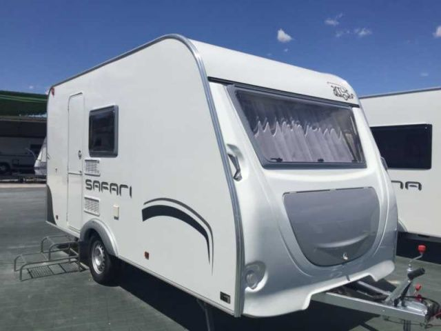 Across Safari 370Dl -750Kg: Productos y servicios de Caravanas Murcia