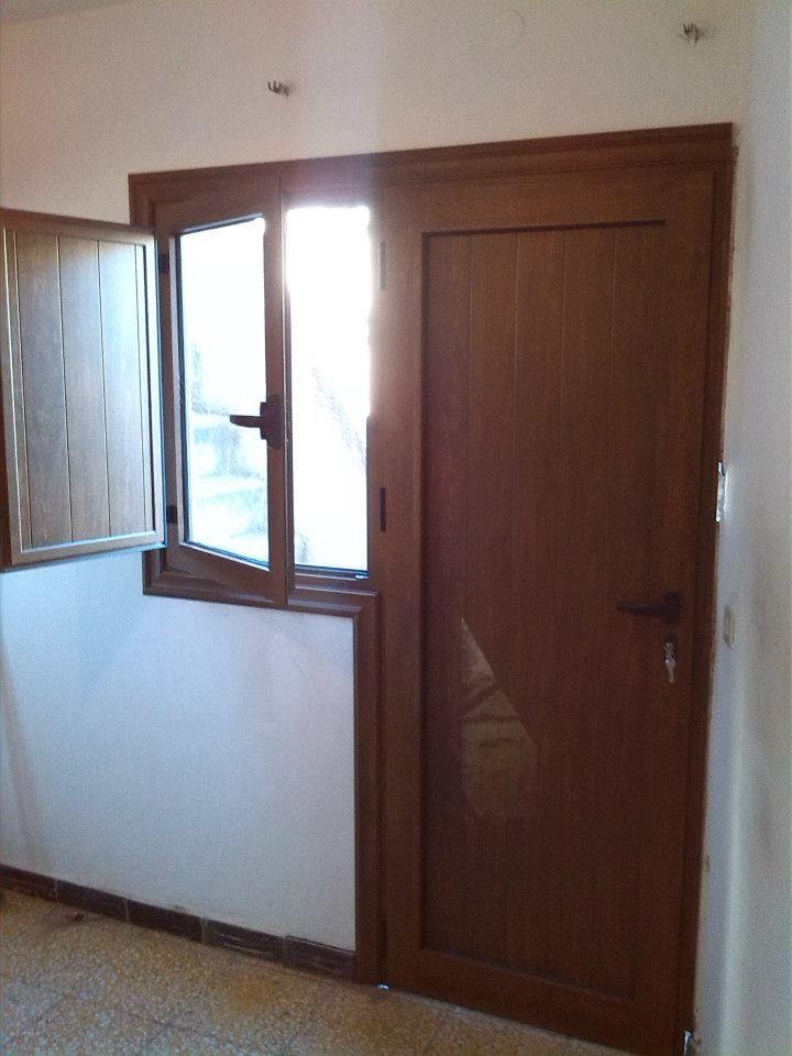 Puertas ciega con ventana y tapa luz en Tenerife