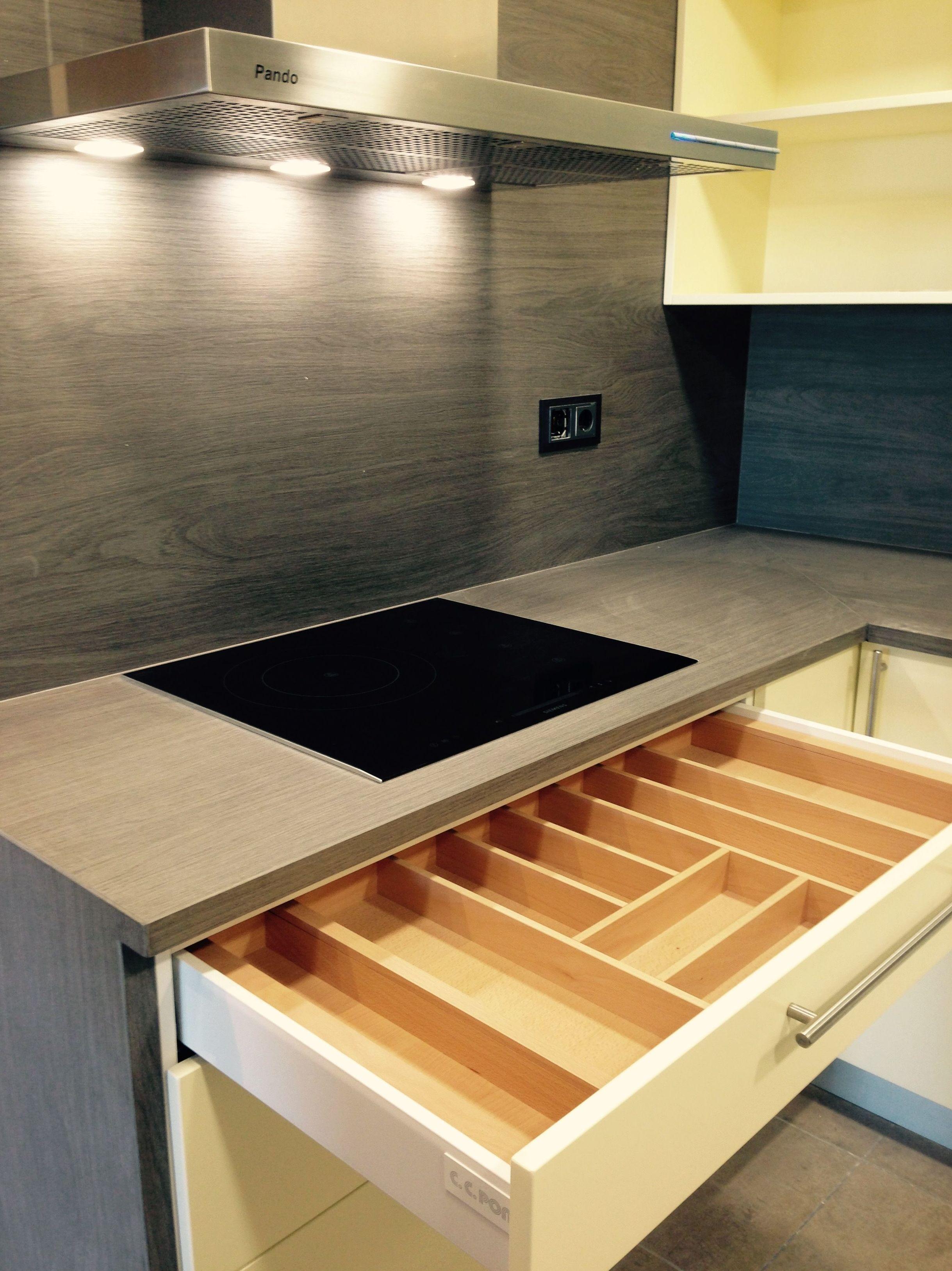 Cajón de cocina abierto