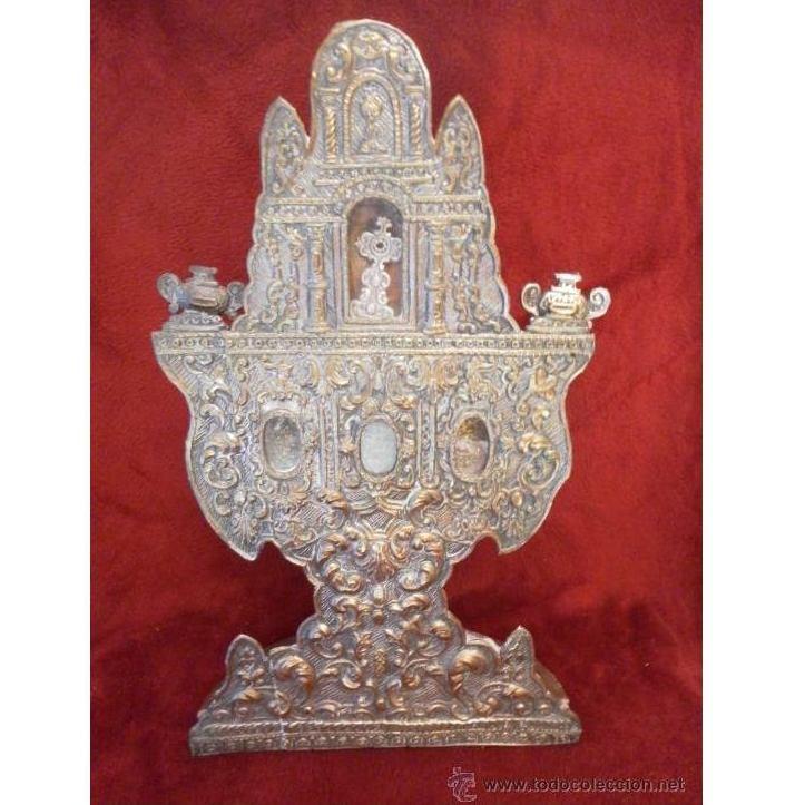 Custodia - Relicario. Siglo XVIII. Metal plateado y madera: Catálogo de Antiga Compra-Venta