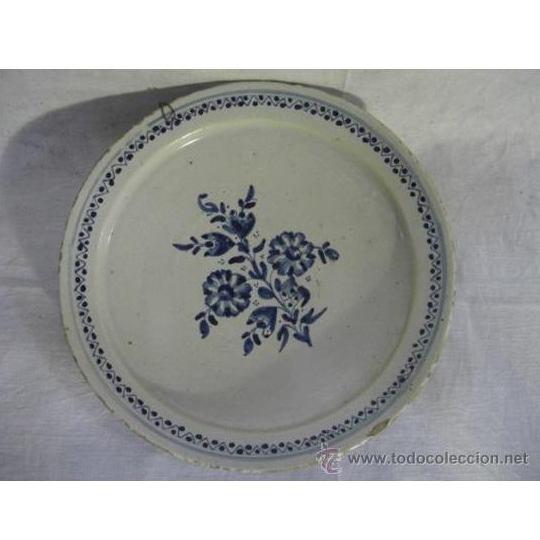 Plato catalán. Siglo XVIII. Flores azules: Catálogo de Antiga Compra-Venta