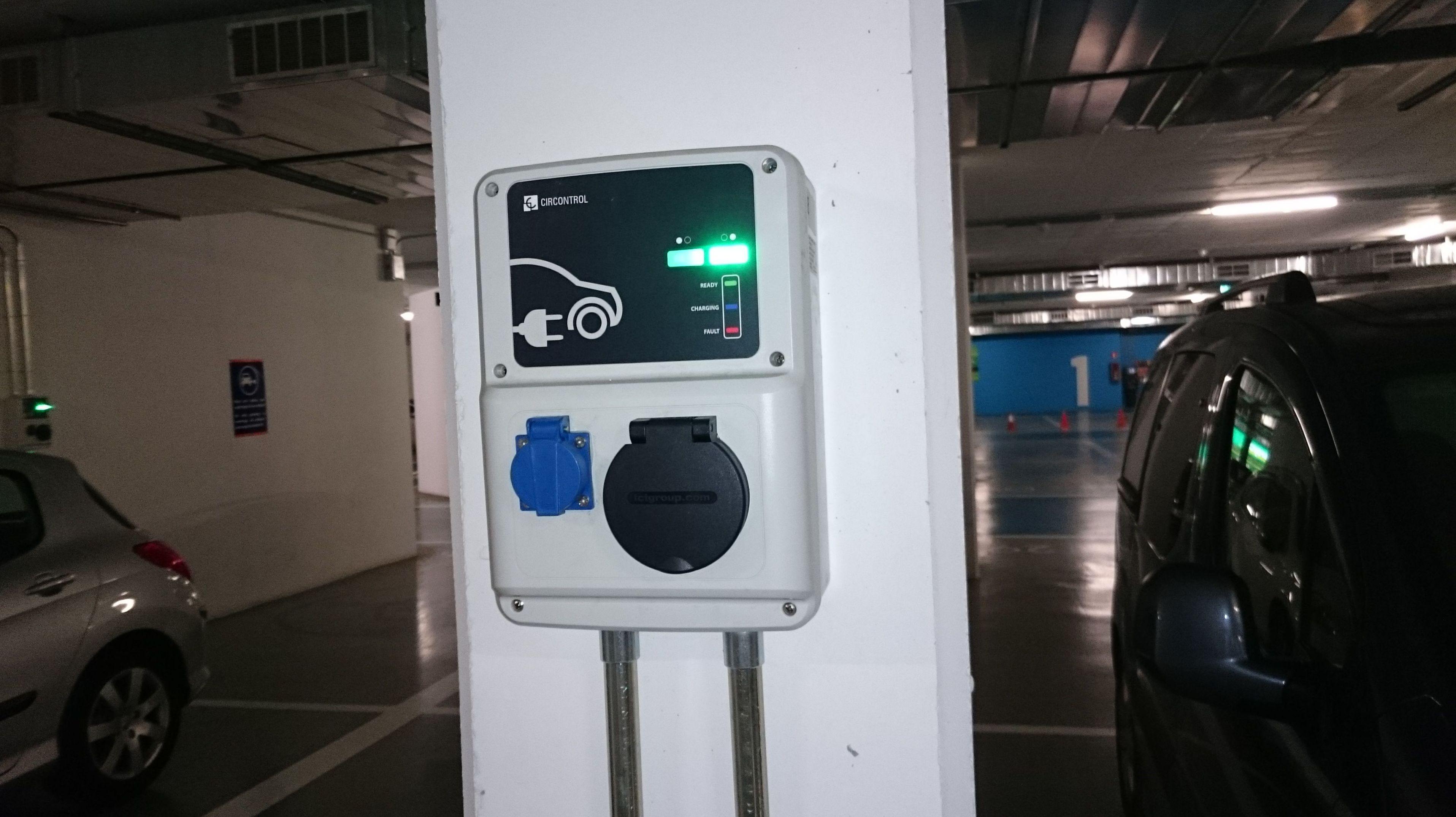 Instalación de puntos de carga para coches eléctricos en Sabadell