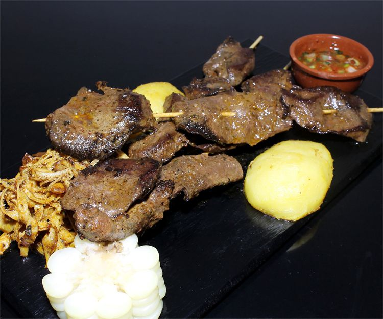 Cocina tradicional peruana en el bar restaurante Nuevo Apolo