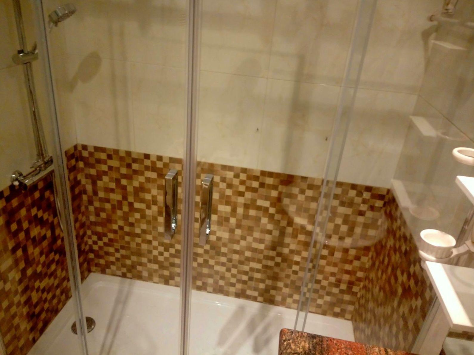 Instalación de Plato de ducha y Mampara.
