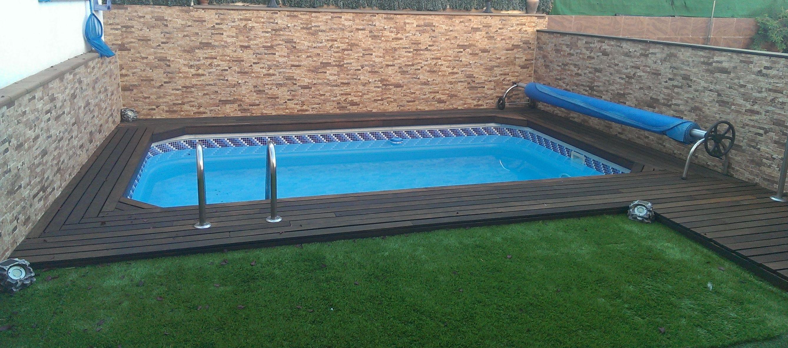 Tarima de IPE en perímetro de piscina en Getafe