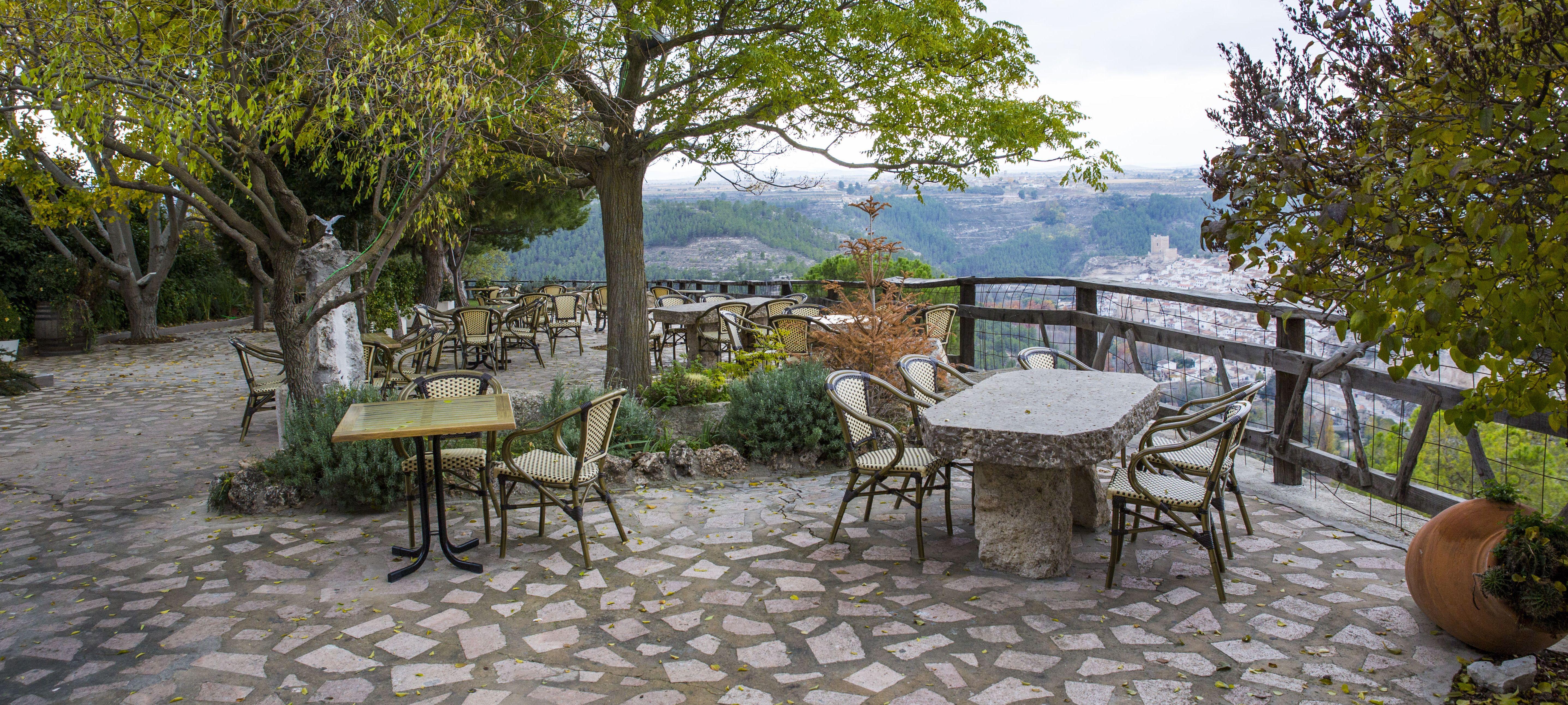 Disfruta de la terraza del restaurante