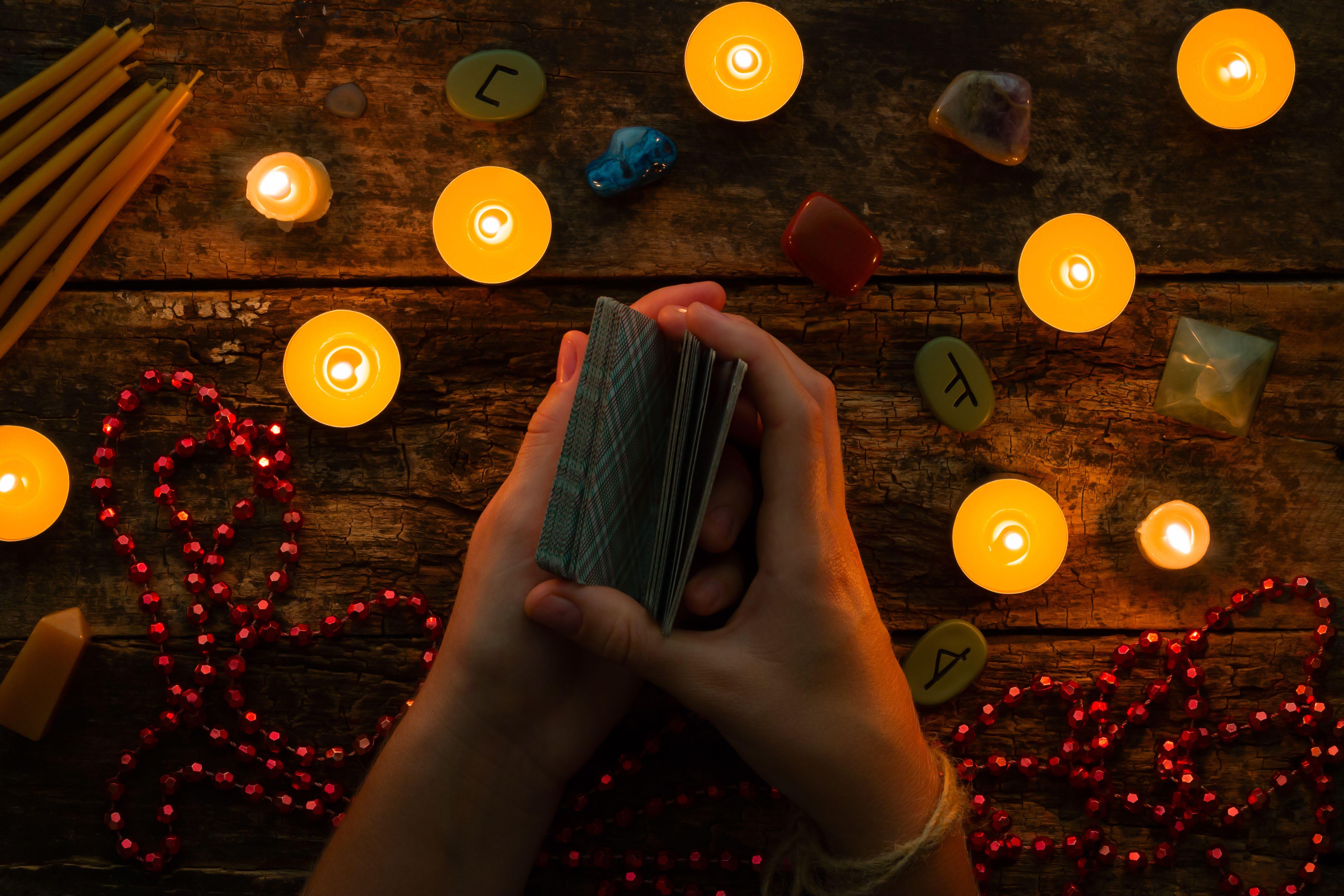 Videncia: Tarot, videncia y reiki de Penélope Tarot