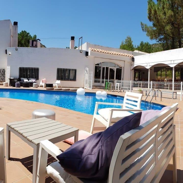 Restaurante con piscina