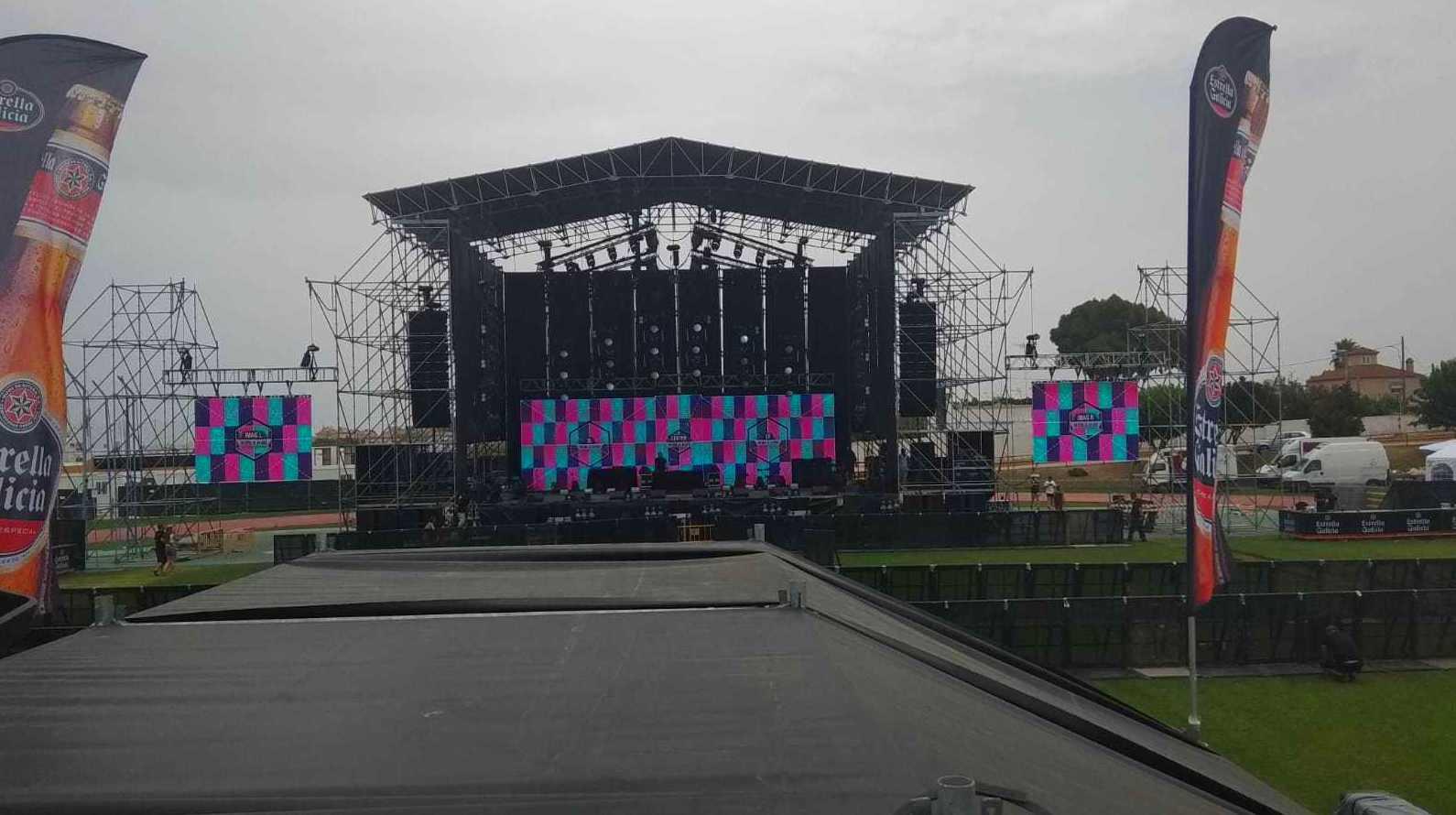 MACROLED MONTA LAS PANTALLAS DE TOUR 2019 DE NICKY JAM