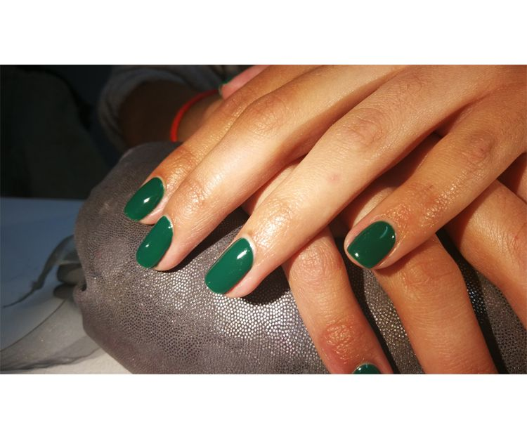 El verde para tus uñas