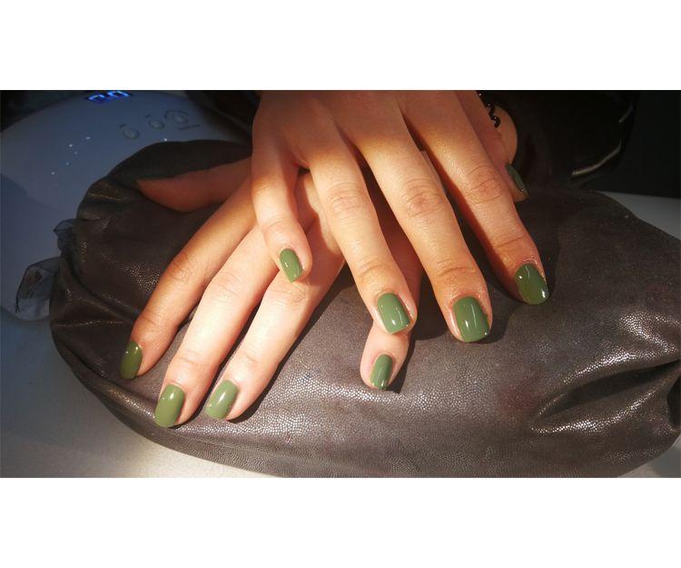 Luce los distintos verdes en tus uñas