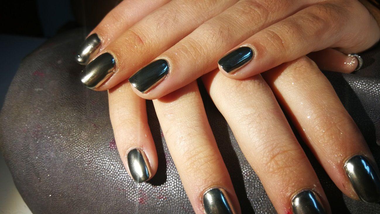 Toques metálicos en tus uñas