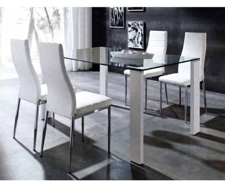 Mesa y sillas en Vila-Real
