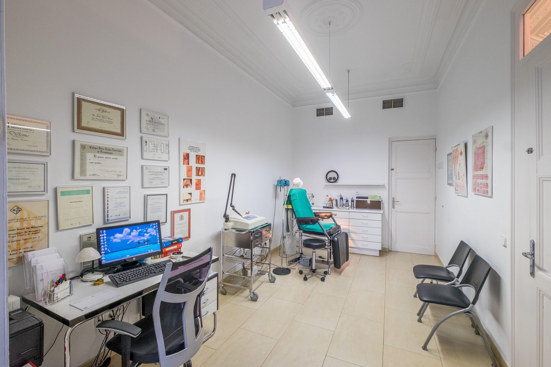 Foto 7 de Médicos especialistas Dermatología y Venereología en Barcelona   Centro Dermatológico Dr. Javier Bassas