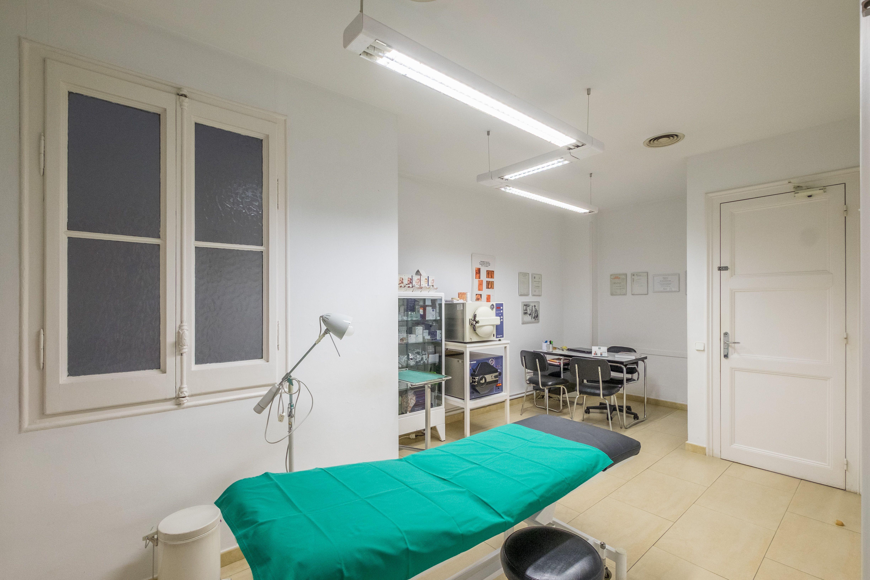 Foto 2 de Médicos especialistas Dermatología y Venereología en Barcelona | Centro Dermatológico Dr. Javier Bassas