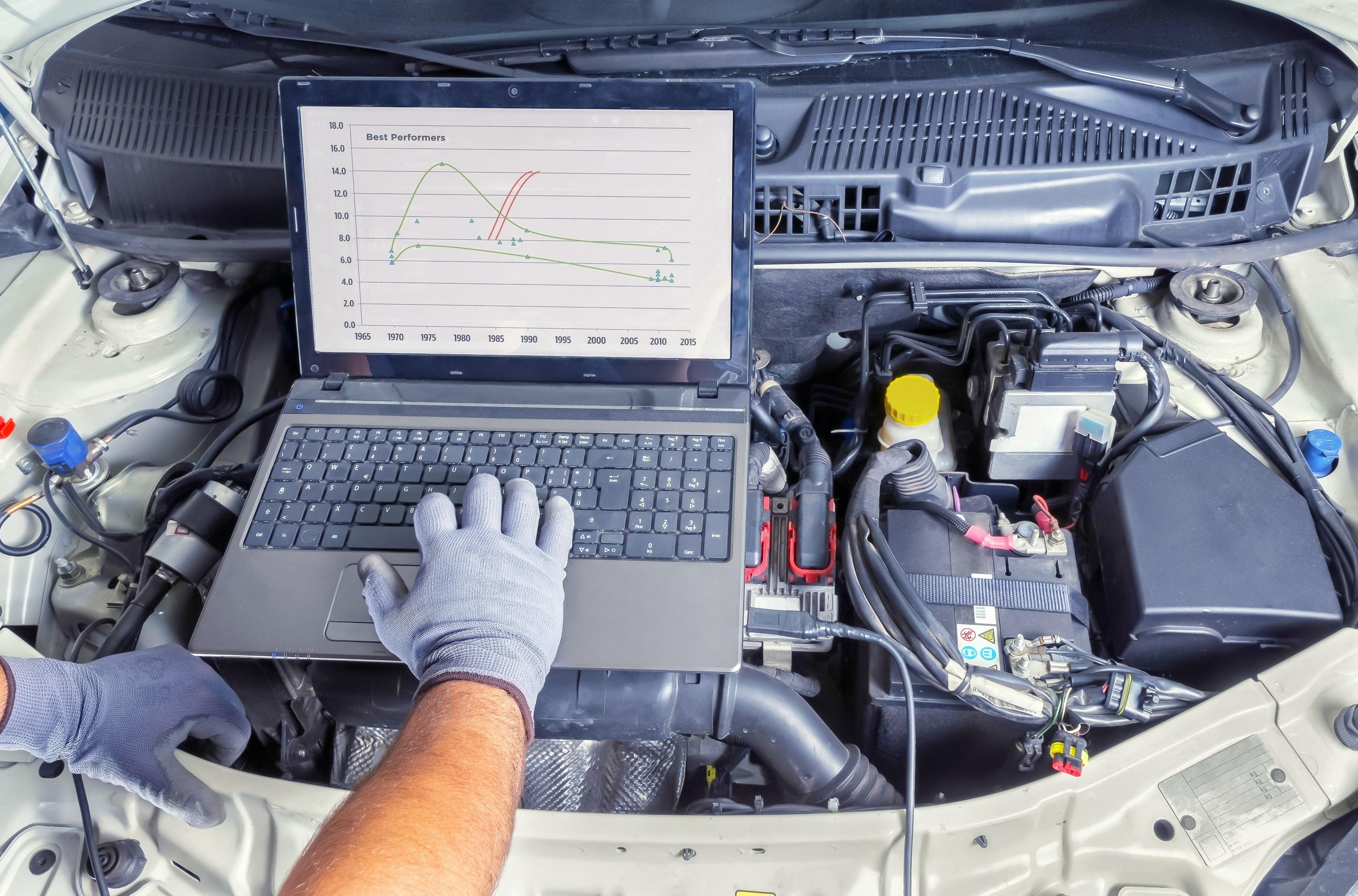 Taller con servicio de diagnosis de vehículos