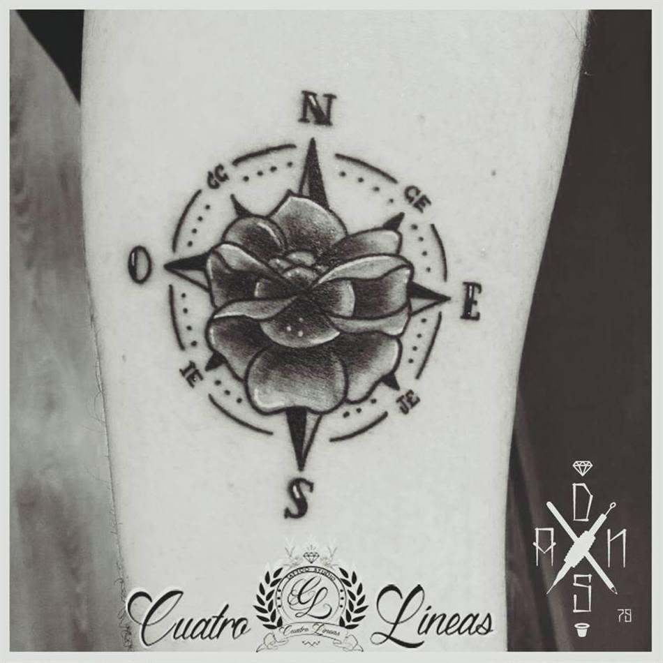 Tatuaje de rosa de los vientos