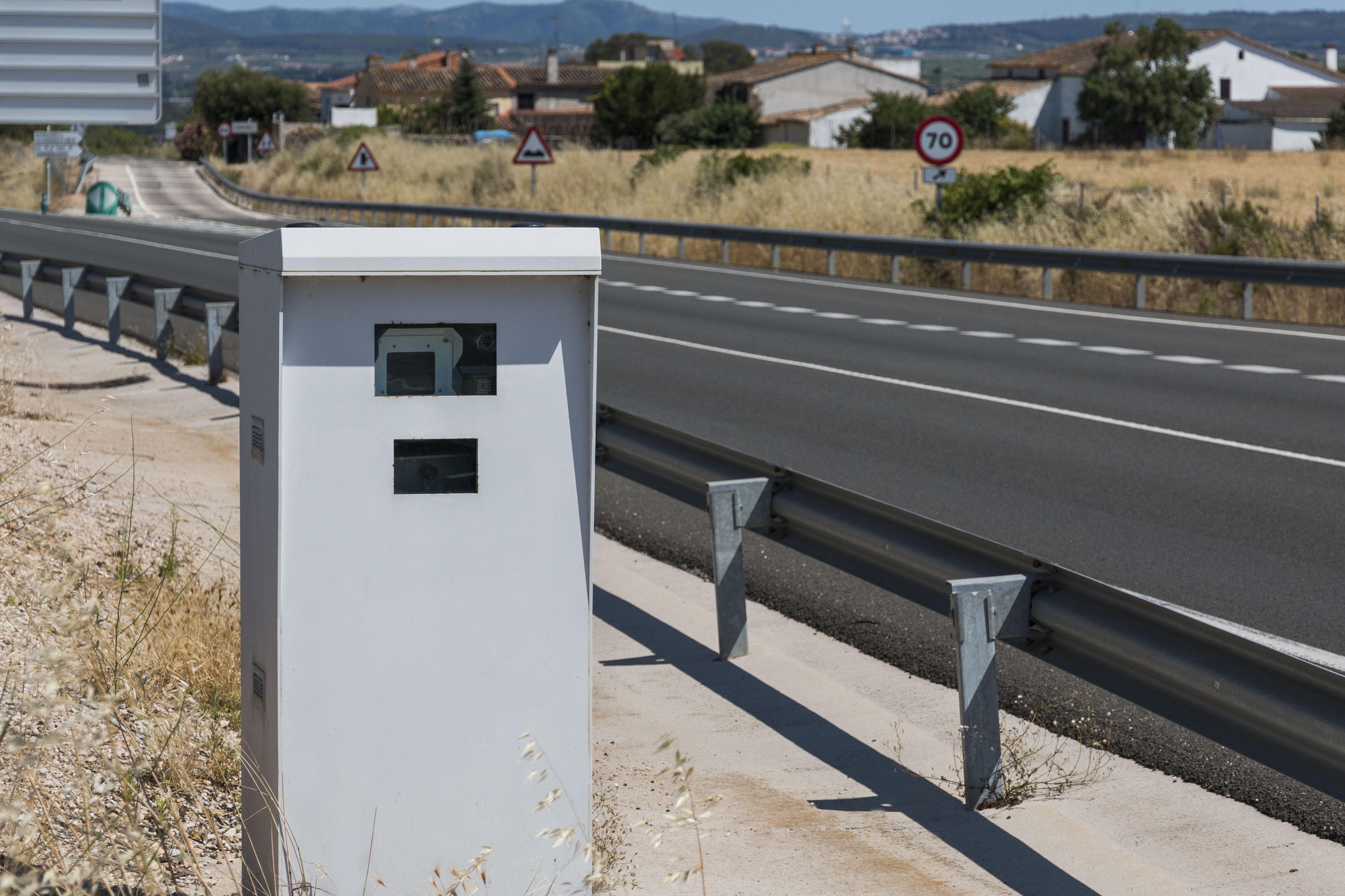 Los radares de Tráfico detectarán a los coches sin seguro