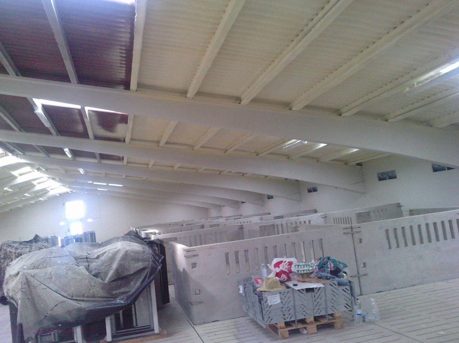 Aislamiento de tejados de nave.