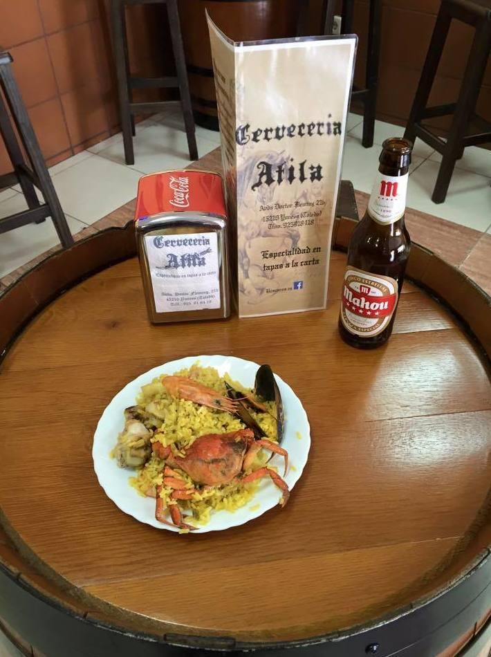 Cerveza con tapa de paella