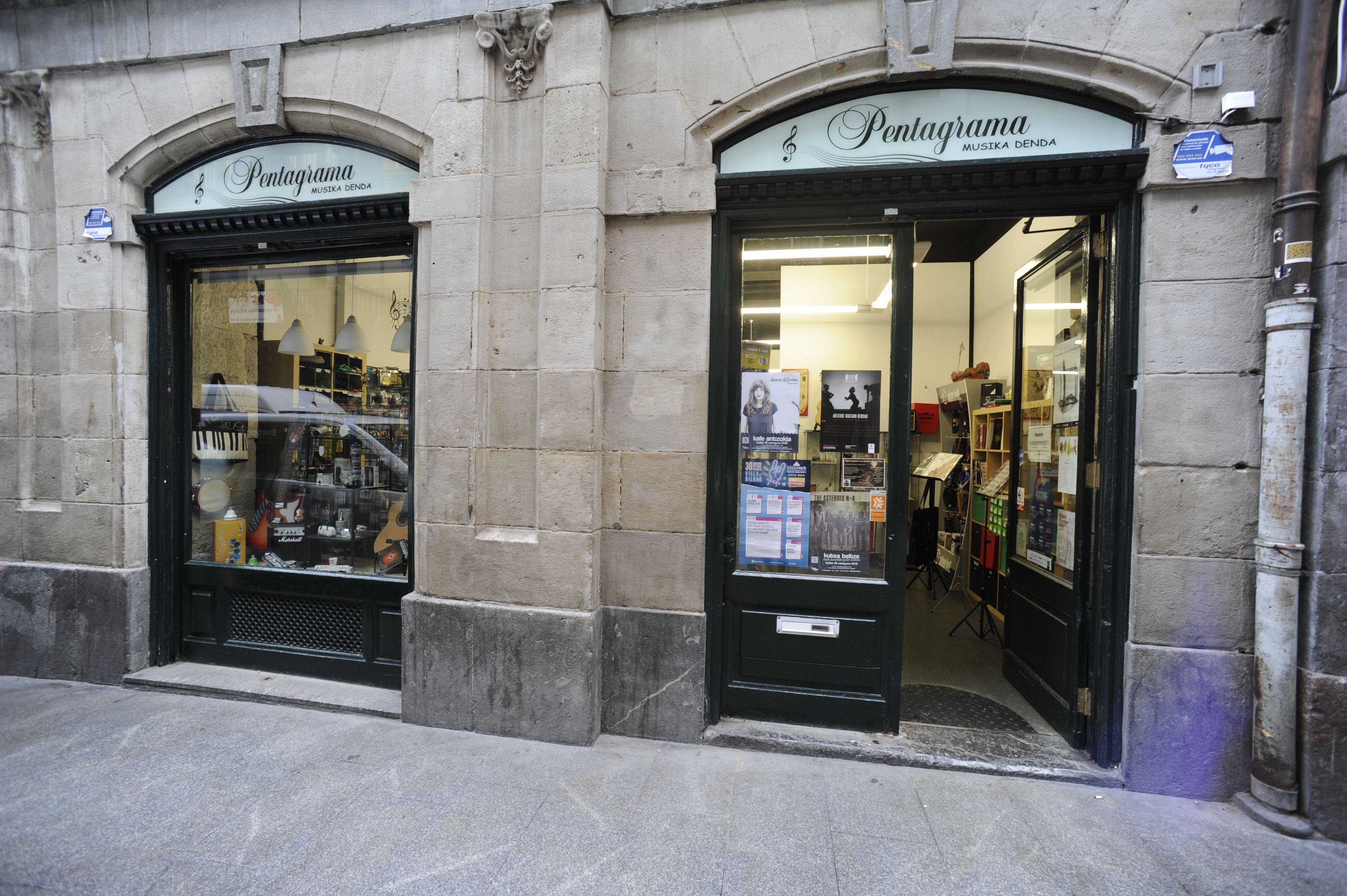 Entrada tienda Pentagrama en Bilbao