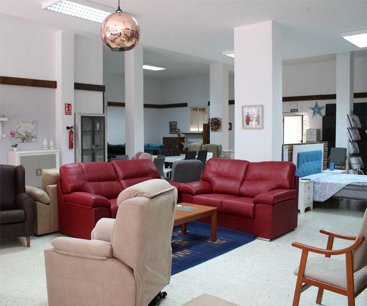 Exposición de sofás en Alba de Tormes