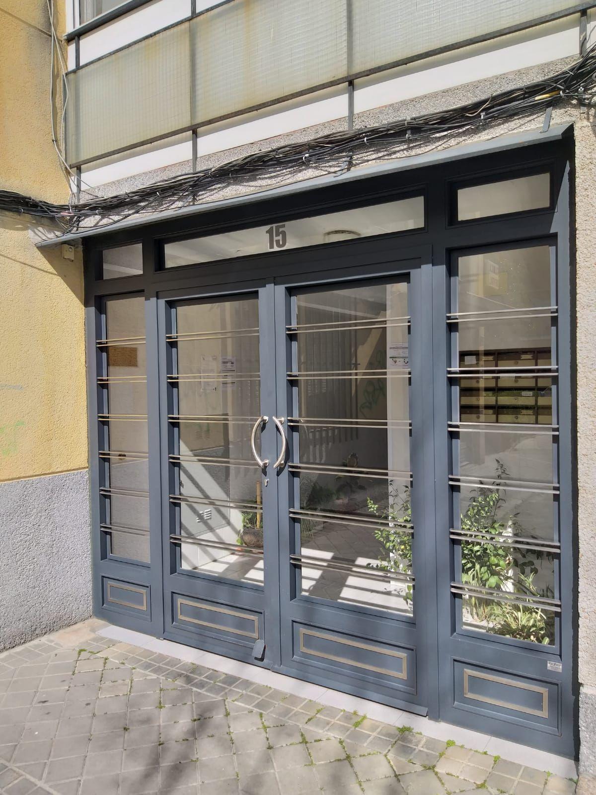 puertas de comunidades de vecinos