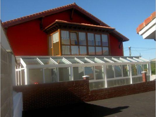 Cerramiento de aluminio y PVC para terrazas en Cantabria