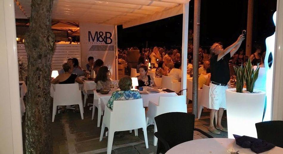 Restaurante cerca de la playa especializado en pescado y marisco