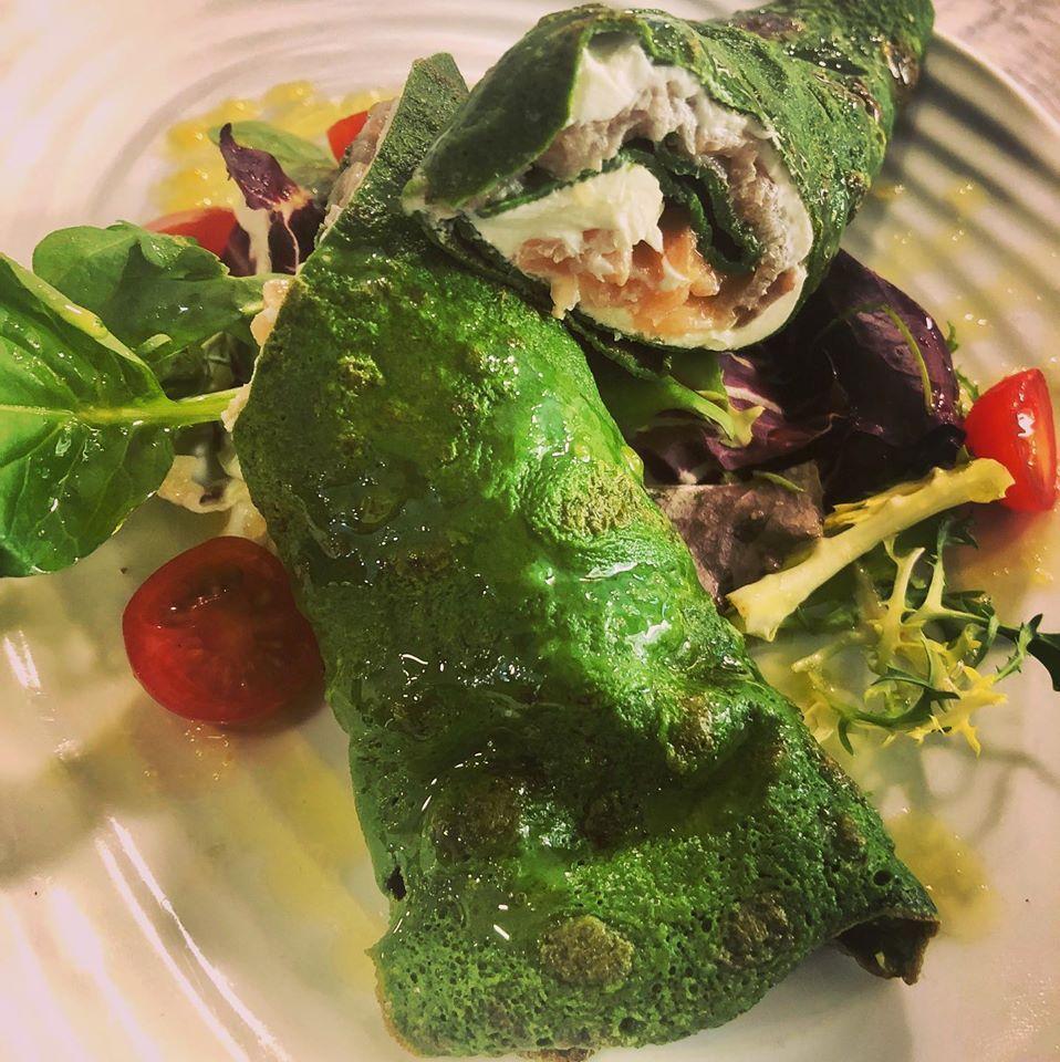 Trapos verdes con queso cremoso y salmón