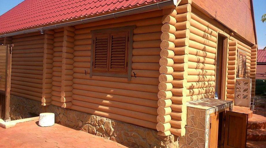 Casa  de madera con recubrimeitno de corcho proyectado