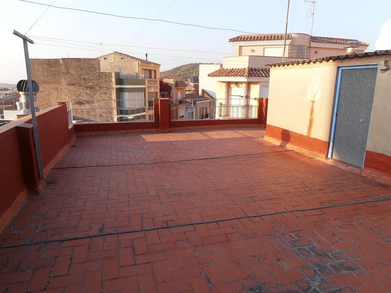 Terraza con filtraciones y deteriorada en La Vall D´Uxo ( castellon )