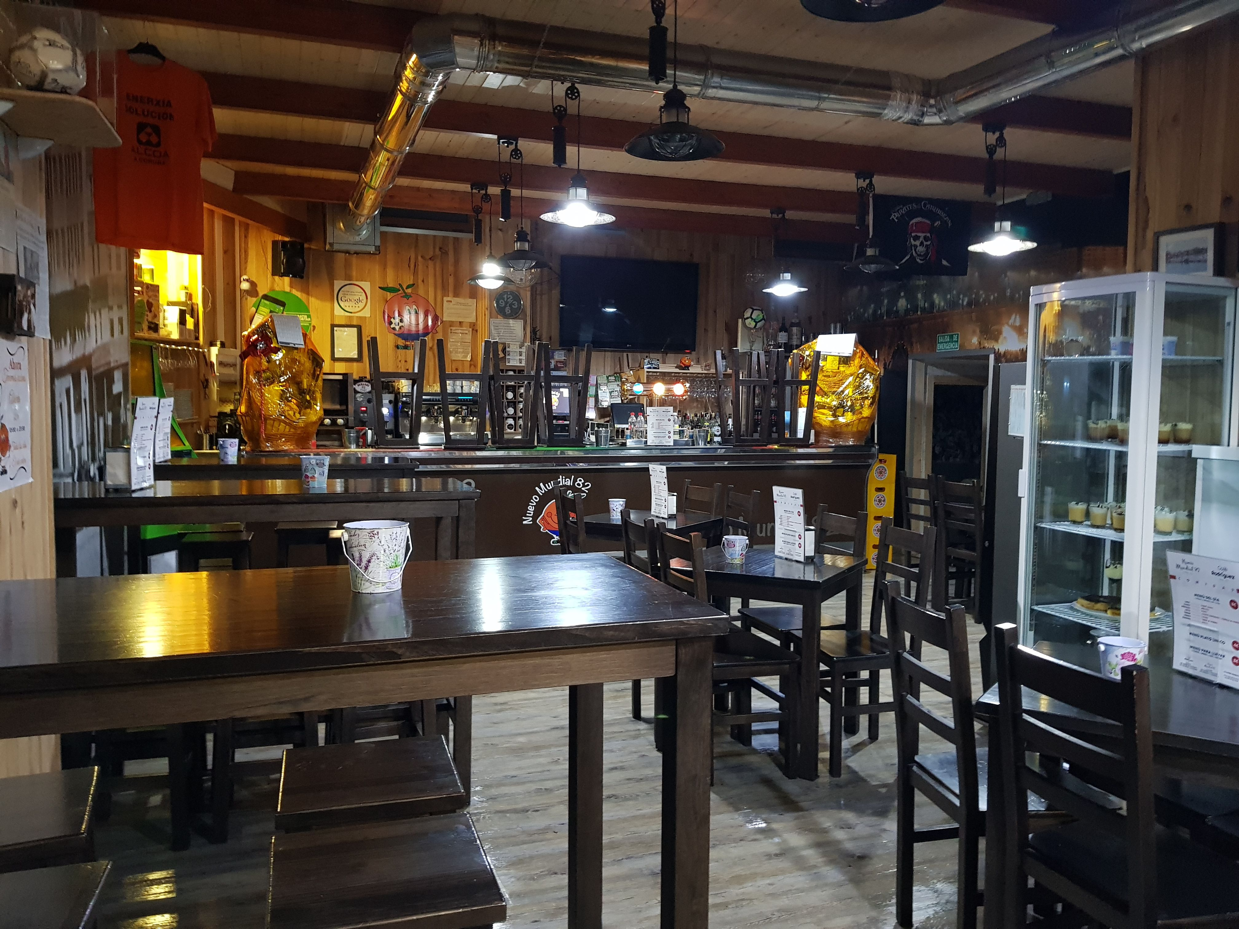 Foto 33 de Restaurante y local de eventos en    CAFÉ BAR NUEVO MUNDIAL 82 - 1