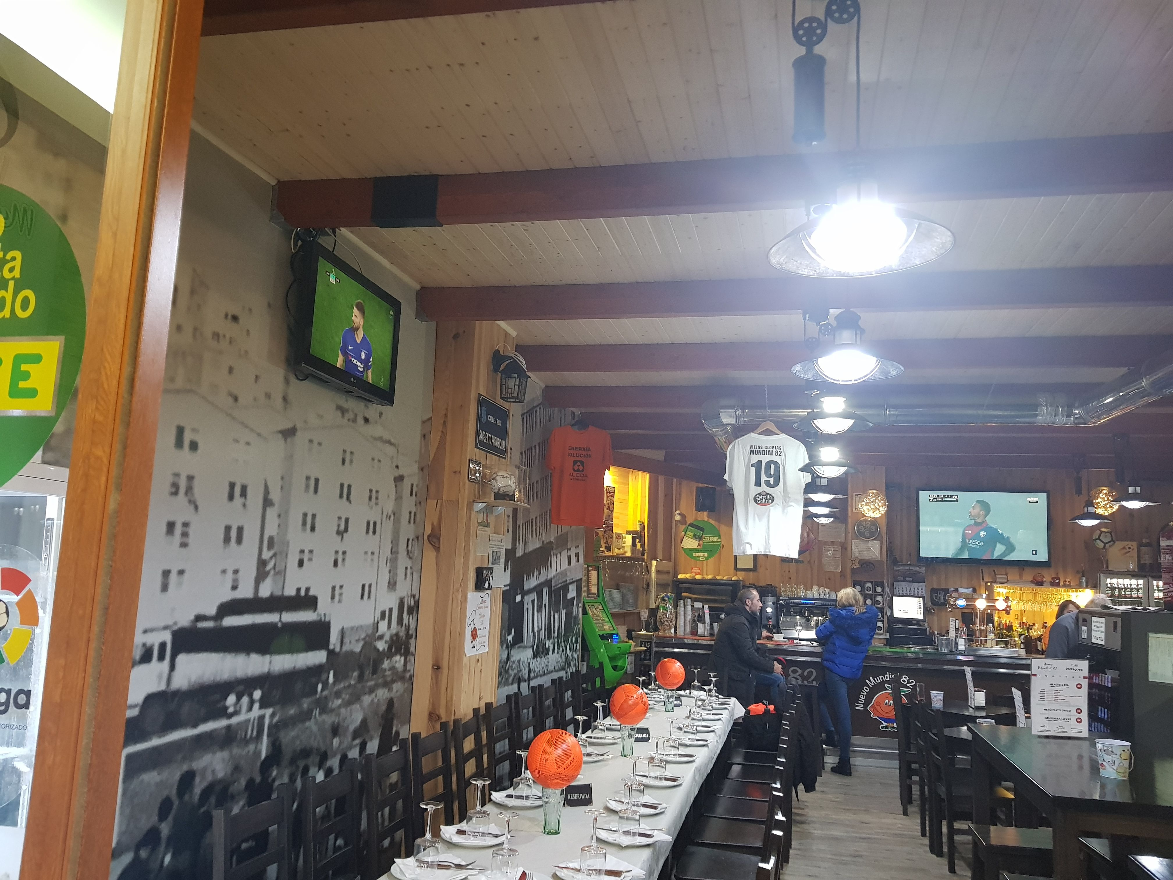 Foto 30 de Restaurante y local de eventos en  | CAFÉ BAR NUEVO MUNDIAL 82 - 1