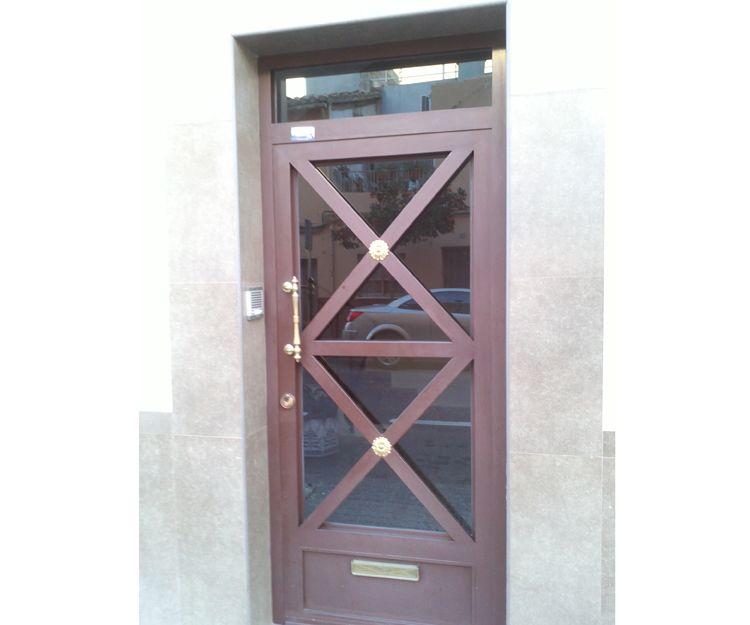 Puertas de metálicas con diferentes acabados en Castellón
